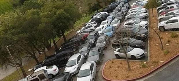 Parking de Tesla en California