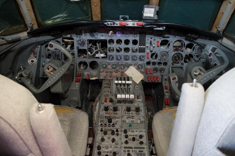 La cabina deteriorada del avión de Elvis Presley.