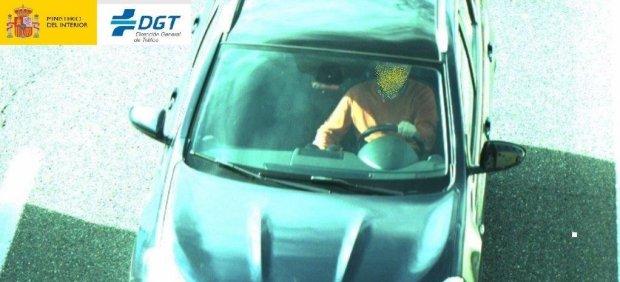 Conductor sin cinturón de seguridad