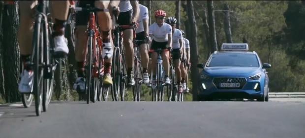 Coche de apoyo para ciclistas