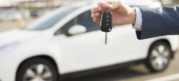 Internet, concesionarios, consejos de amigos... ¿cómo afrontamos la compra de un coche nuevo?